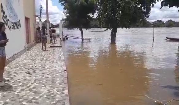 Rio Poti invade restaurante 'O Pesqueirinho' em Teresina