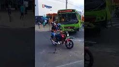 Colisão entre ônibus deixa passageiros feridos na Avenida Frei Serafim
