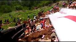 Carreta tomba na BR 316 e carga de cosméticos da Natura é saqueada