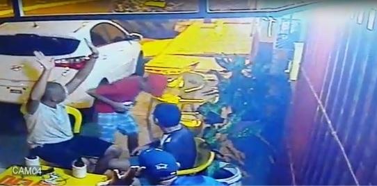 PM que reagiu a assalto e matou bandido está na UTI; vídeo mostra ação