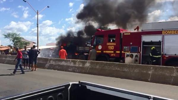 Caminhão pega fogo e BR 316 é parcialmente interditada