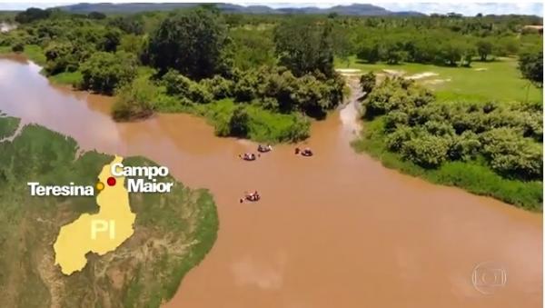 Fantástico mostra crianças usando boias para atravessar rio e chegar a escola no Piauí