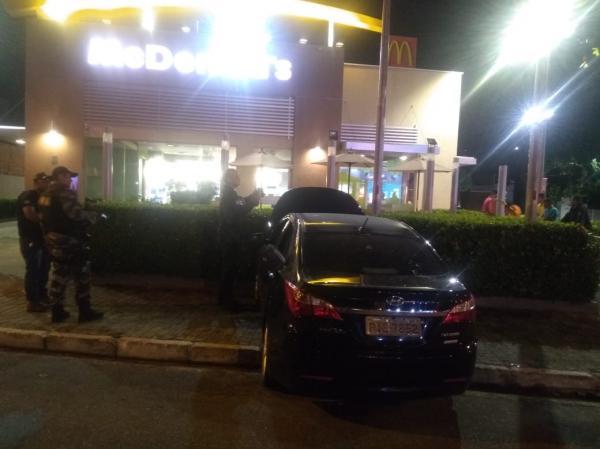 Vídeo: um morto e outro ferido ao tentar assaltar fast food