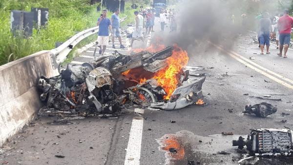 Duas pessoas morrem em grave acidente entre Altos e Campo Maior
